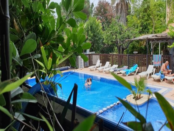 Roussillon, camping rétro-littoral à vendre